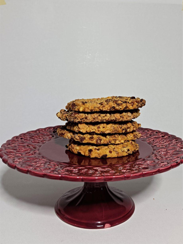almond caramelised cookies on plate